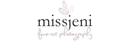 Bröllopsfotograf, Videograf, Porträttfotograf, Fotograf MissJeni, Stockholm, Västerås, Västmanland, Sverige logo